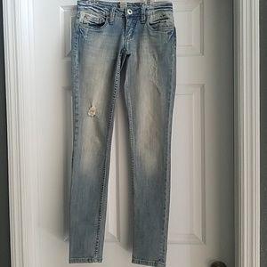 Nwot refuge white wash distressed blue jeans